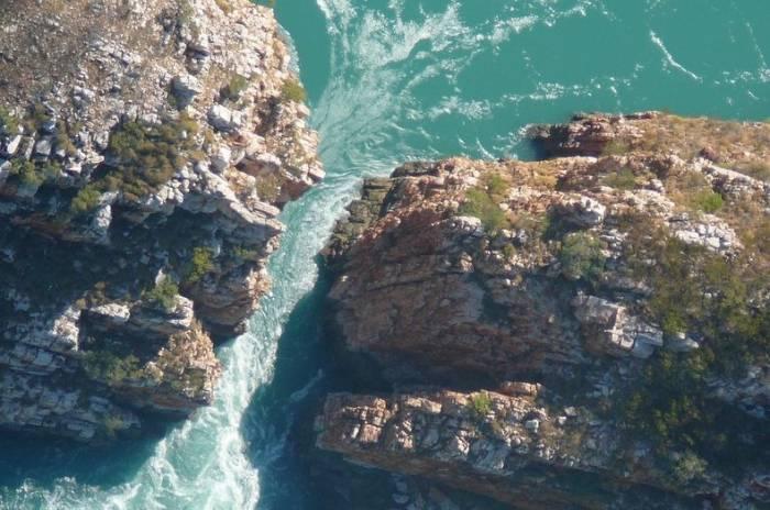 гориз. водопад 6 (700x464, 278Kb)