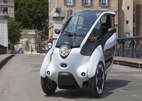 городской электромобиль Toyota i-ROAD 1 (600x428, 192Kb)