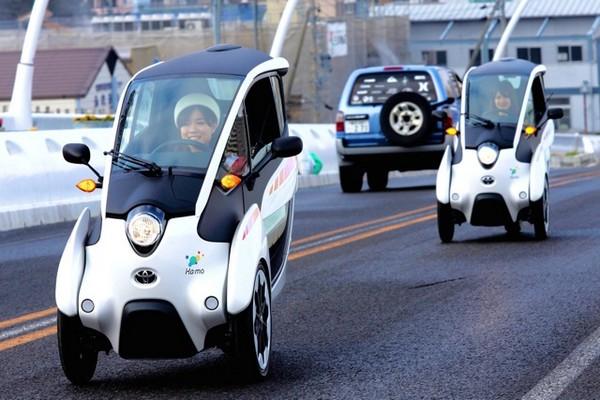 городской электромобиль Toyota i-ROAD 3 (600x400, 231Kb)