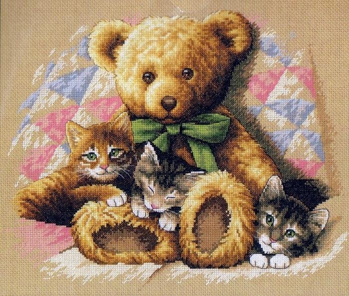 котятки с мишкой (700x595, 437Kb)