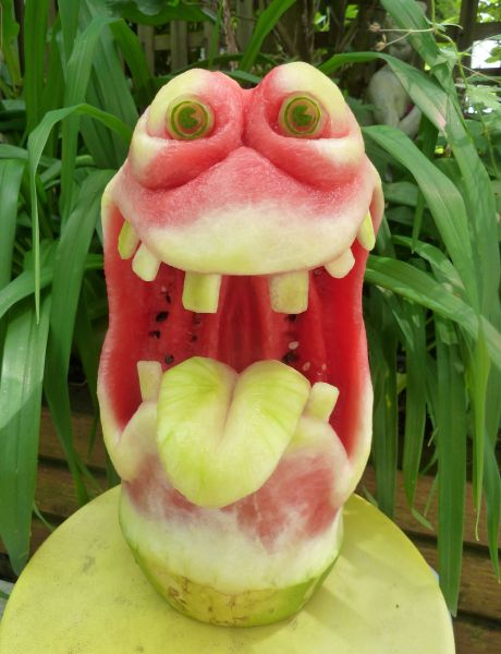 1404634227_silly-frog-watermelon-carving (460x600, 223Kb)