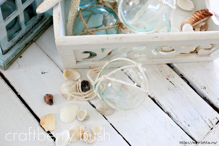 Елочные шары и стеклянные круглые вазочки для морского стиля в интерьере (11) (700x466, 258Kb)