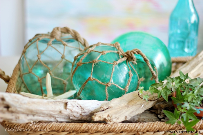 Елочные шары и стеклянные круглые вазочки для морского стиля в интерьере (17) (700x466, 241Kb)