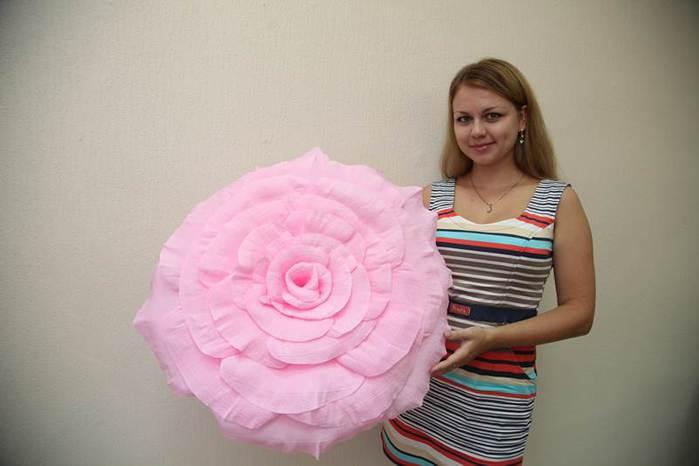 Как сделать большие розы из гофрированной бумаги своими руками поэтапно