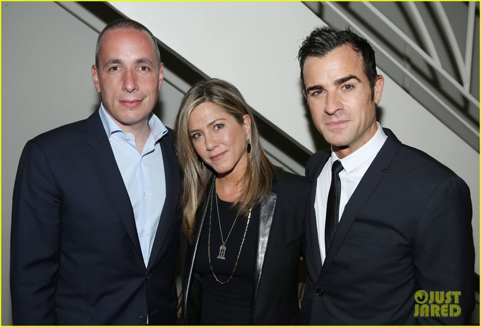 justin-theroux-celebrates-details-mag-cover-at-private-dinner-with-jennifer-aniston-05 (700x477, 67Kb)