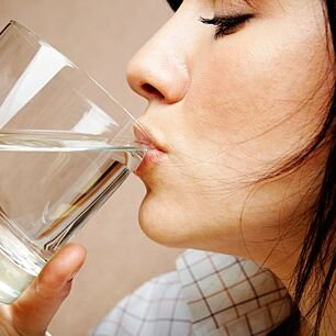 5352112_1322069908_1271595486_woman_drinking_water (306x306, 20Kb)