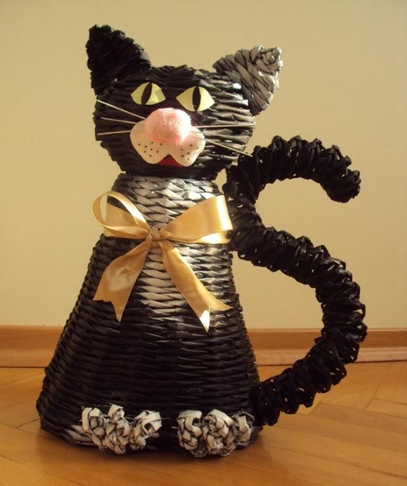 Плетение кошки из газетных трубочек пошагово