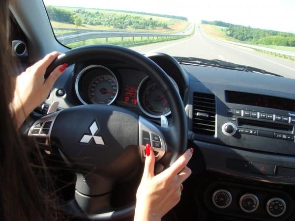 водитель-женщина (600x450, 201Kb)