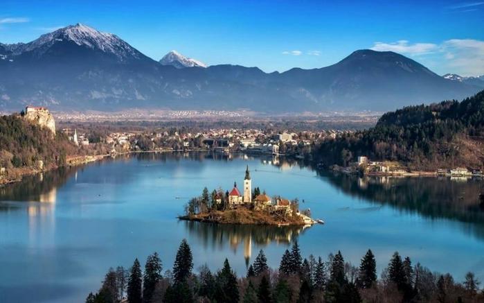 Вид на озеро Блед, Словения (700x437, 291Kb)