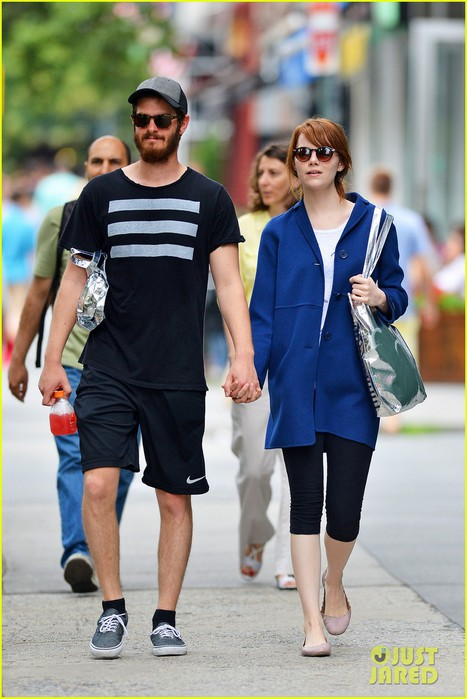 andrew-garfield-emma-stone-hold-hands-nyc-02 (467x700, 84Kb)