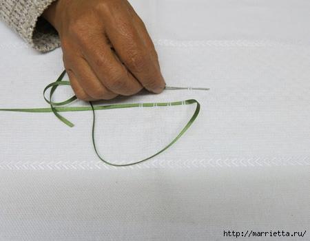 Как украсить полотенце вышивкой лентами. 4 мастер-класса (3) (450x350, 83Kb)