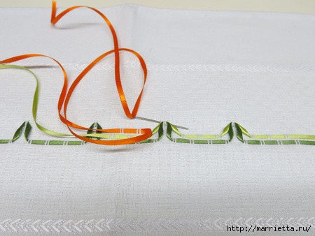 Как украсить полотенце вышивкой лентами. 4 мастер-класса (15) (450x338, 86Kb)