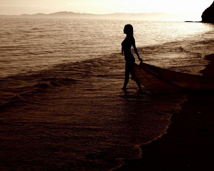 ...лишь знали следы на песке...