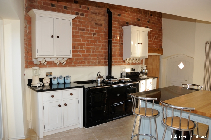 kitchen-glamorous-white-cabinets-and-marvelous-modern-black-stove-with-sophisticated-red-brick-wall-exposed-exotic-rustic-kitchen-island (700x464, 231Kb)
