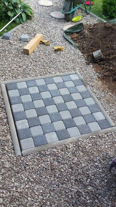 Для сада. Шахматная доска из бетона (2) (394x700, 365Kb)