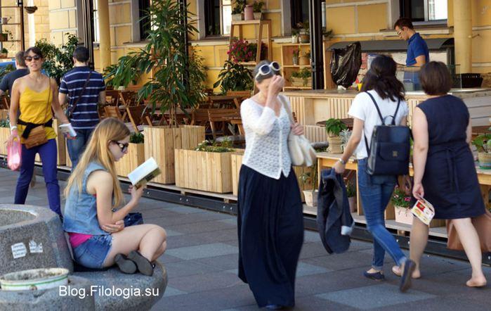 Девушка, читающая книгу. Петербург, июль 2014/3241858_knigi (700x442, 67Kb)