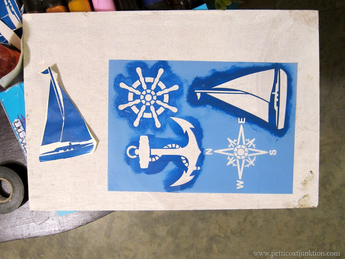 stencils-for-nautical-theme-furniture-Petticoat-Junktion (700x525, 395Kb)