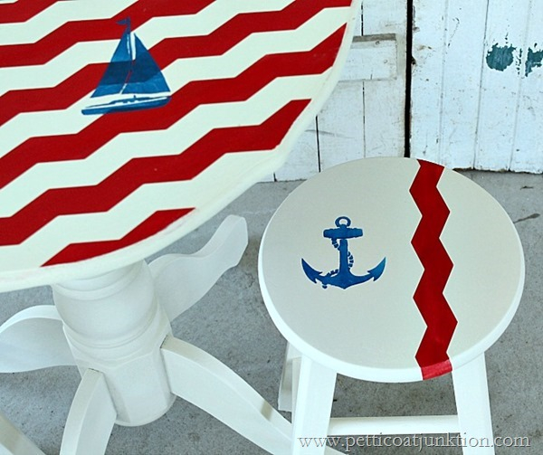 red-white-and-blue-nautical-themed-furniture-Petticoat-Junktion_thumb (600x503, 248Kb)