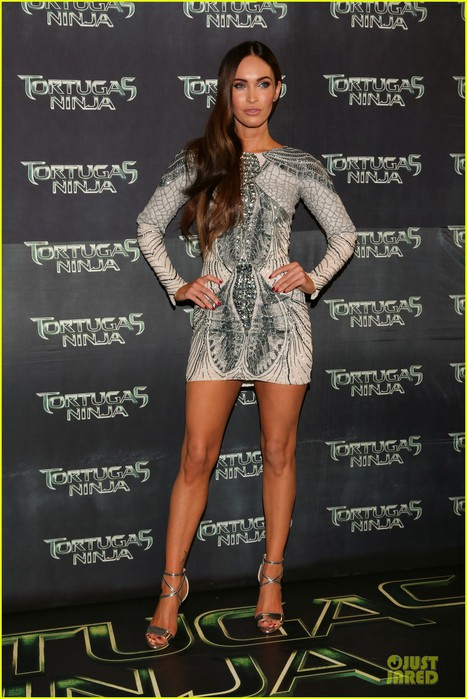 megan-fox-has-legs-for-days-turtle-mexico-premiere-13 (467x700, 96Kb)