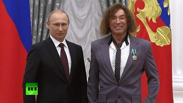 ВЛ-Путин награждает орденом Дружбы-2 (700x394, 67Kb)