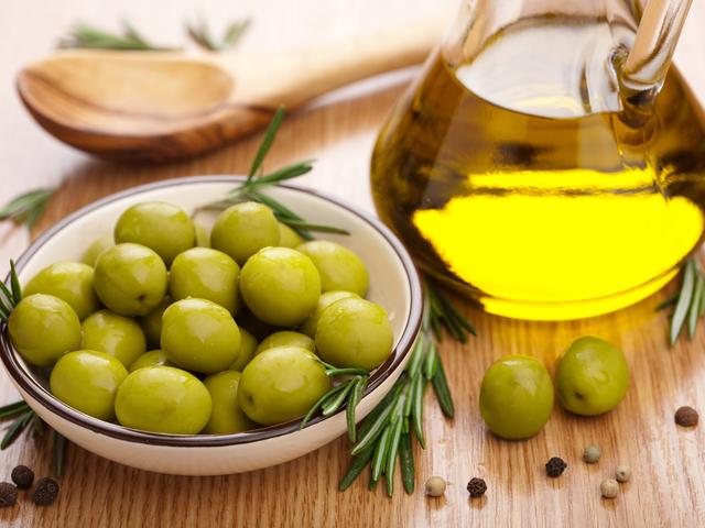 как выбрать оливковое масло/4552399_olivkovoe_maslo_foto (640x480, 345Kb)