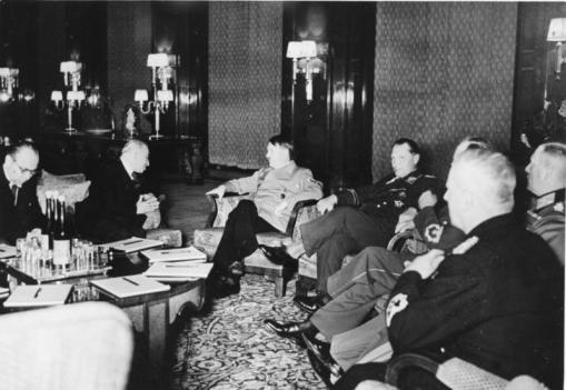 Bundesarchiv_B_145_Bild-F051623-0206_Berlin_Besuch_Emil_Hacha_Gespr?ch_mit_Hitler (509x351, 30Kb)