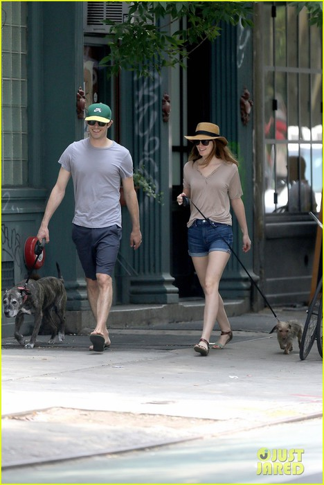 leighton-meester-adam-brody-cutest-dog-walking-couple-07 (468x700, 80Kb)