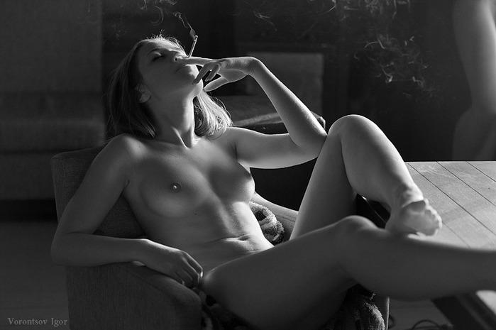 девушки эротика курящие