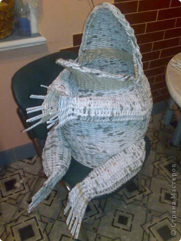 жаба из газетных трубочек, как сплести интерьерную жабу из газетных трубочек, лягушка из газетных трубочек, плетем из газетных трубочек для интерьера, интерьерные предметы из газетных трубочек,