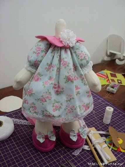 Шьем куколку ДОЛЛИ. Фото мастер-класс и выкройки (8) (427x570, 159Kb)