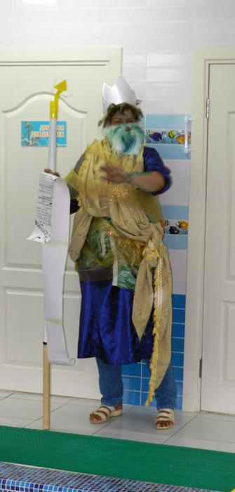 фото день Нептуна в детском саду, праздник в бассейне, фото дети в бассейне, как сделать костюм нептуна, фото костюм Нептуна,