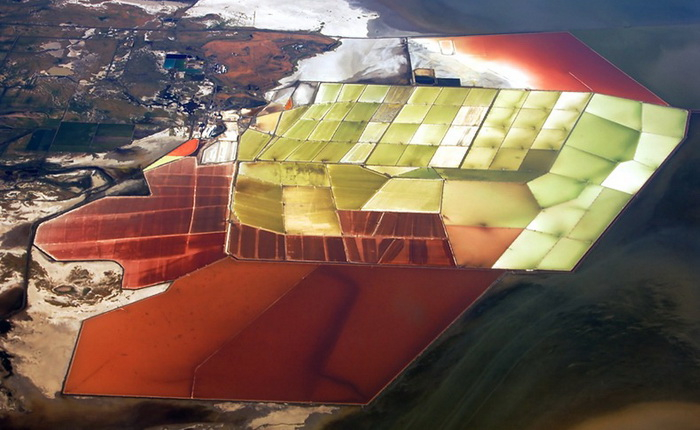 4-cargill-salt-ponds (700x430, 280Kb)
