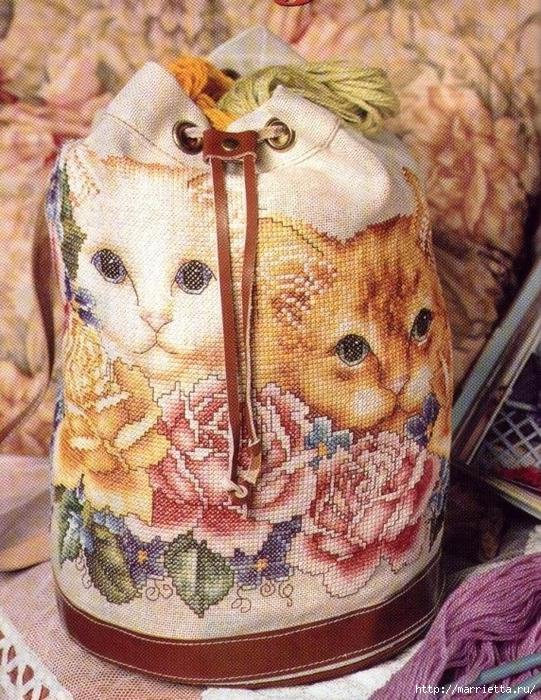 КОШКИ на сумочке и рюкзаке - вязание и вышивка (4) (541x700, 419Kb)
