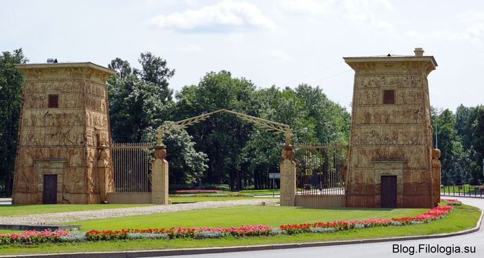 Египетские ворота на въезде в город Пушкин /3241858_vorota01 (700x373, 57Kb)