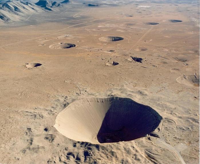 ядерный кратер седан фото 1 (700x573, 299Kb)