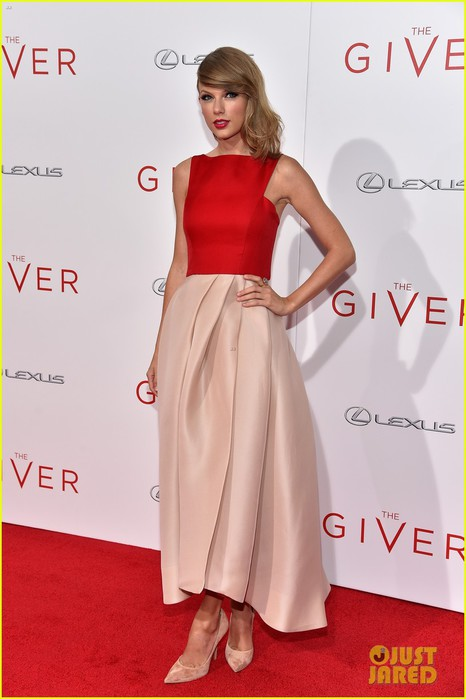 taylor-swift-the-giver-nyc-premiere-01 (466x700, 61Kb)