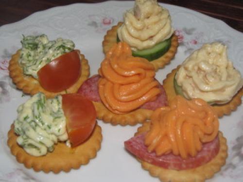 Закуски на крекерах рецепты с фото