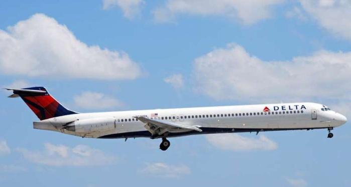 в 1987 году самолет «MD-88»