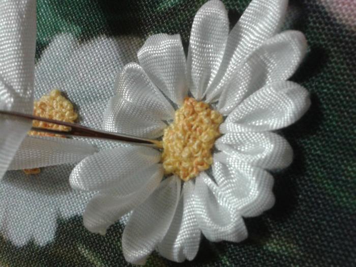 Серединка ромашки вышивка лентами мк
