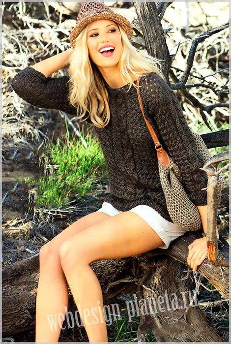 korichnevyj-pulover-spitsami-s-kosami-i-sumka-foto (470x700, 129Kb)