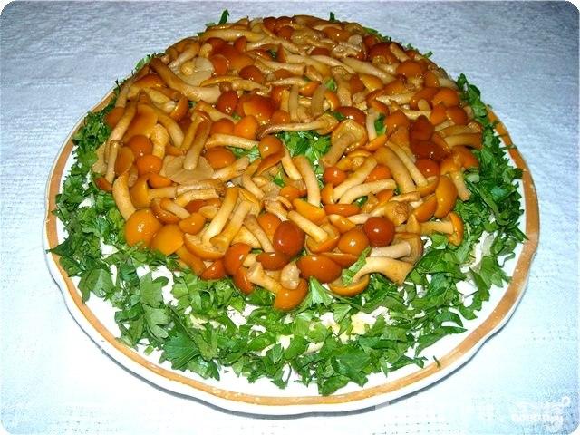 Салат с солеными грибами рецепт с фото