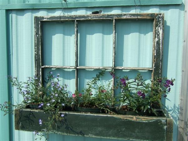 Как украсить старое окно своими руками 55
