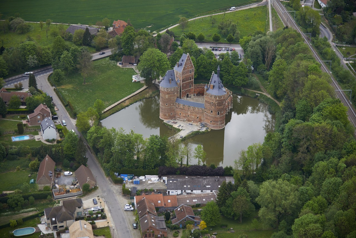 средневековый замок Беерсел бельгия 1 (700x467, 411Kb)