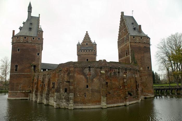 средневековый замок Беерсел бельгия 3 (700x466, 295Kb)
