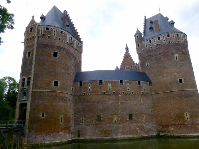 средневековый замок Беерсел бельгия 5 (700x525, 356Kb)