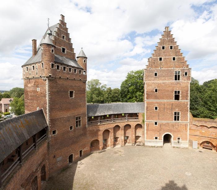 средневековый замок Беерсел бельгия 7 (700x614, 476Kb)