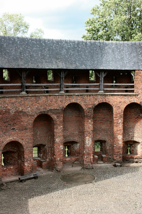 средневековый замок Беерсел бельгия 9 (466x700, 477Kb)