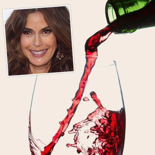 Тери Хэтчер добавляет красное вино в ванну, чтобы смягчить ее кожу (500x500, 156Kb)