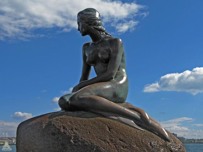 Фото эротических скульптур на улицах города 27 фотография