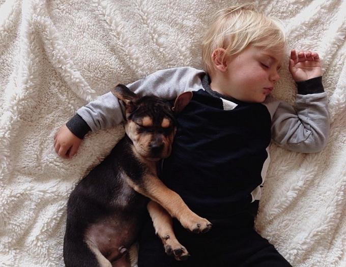 Сын полез на спящую мать 1 фотография